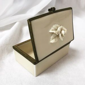 VINTAGE/ ceramic rose trinket box